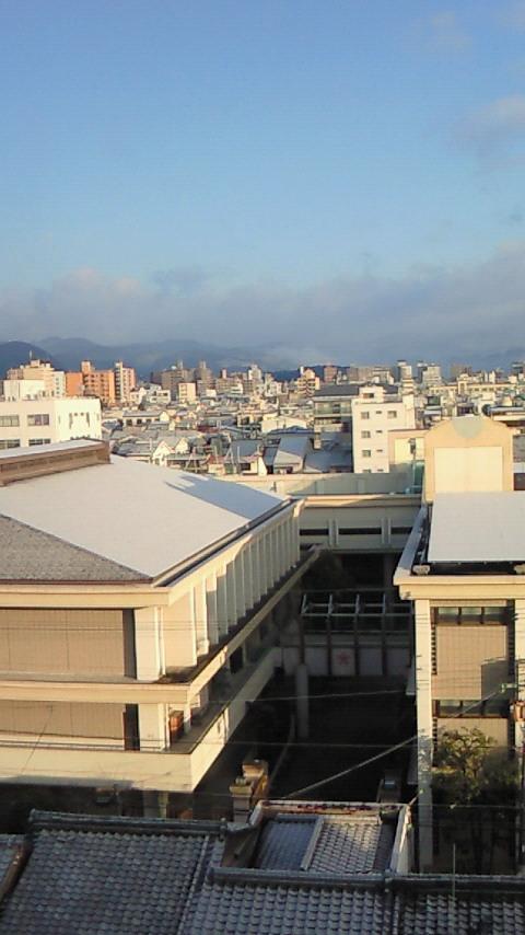 京の街、白く覆う